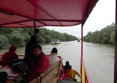 Excursii de grup pe delta dunarii cu catamaranul