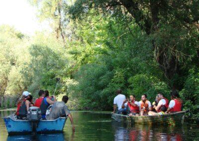 activitati de club cu barca pe delta dunarii