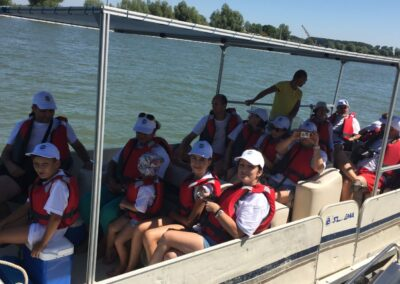 excursii de grup pe apa cu barca in delta dunarii